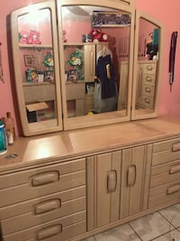 Bedroom set/lightbrown wooden dresser with mirror Laredo