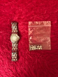 Raymond Weil Ladies Watch Excellent working condition , with original box . Please contact if interested in it. Markham