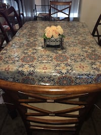 Dinning Room Table with 6 chair in good condition Herndon, 20171