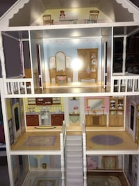 White and brown wooden dollhouse 913 mi