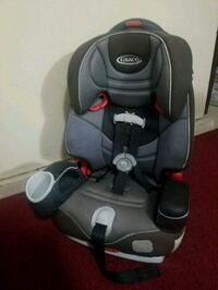 baby's black and gray Graco car seat 2270 mi